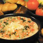Tomatensuppe mit Brot und Käse