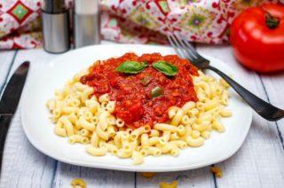 Makkaroni mit Tomatensosse