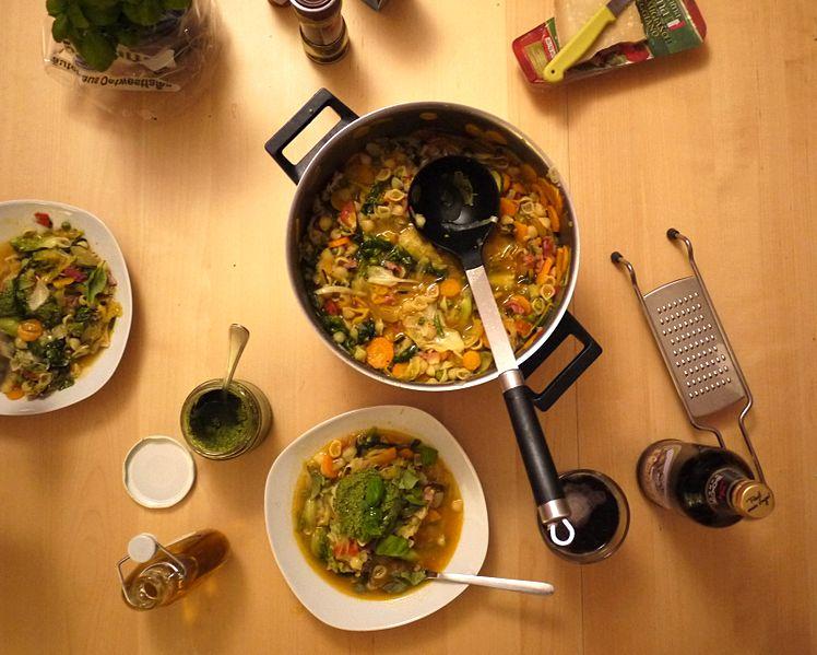 Minestrone (italienische Gemüsesuppe)