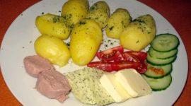 Pellkartoffeln mit Leberwurst und Butter