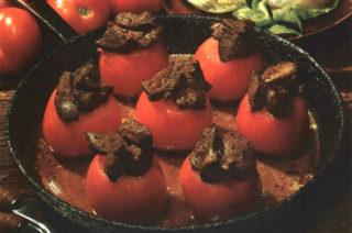 Geflügelleber auf Tomaten